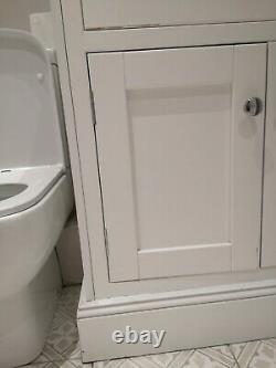 Shaker bathroom vanity unit with granite top